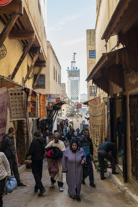 People in the medina フォト