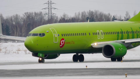 Boeing 737 taxiing before departure GIF