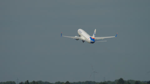 SunExpresds Boeing 737 take-off ビデオ