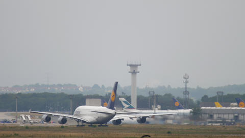 Lufthansa airbus 380 take-off ビデオ