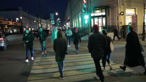 Pedestrian crossing in the evening in Moscow ビデオ