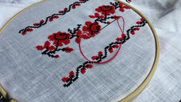 Embroidery cross stitch pattern ビデオ