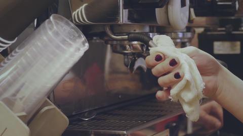 Barista whips the milk in coffee machine Archivo