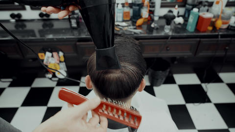Men's hair styling ビデオ