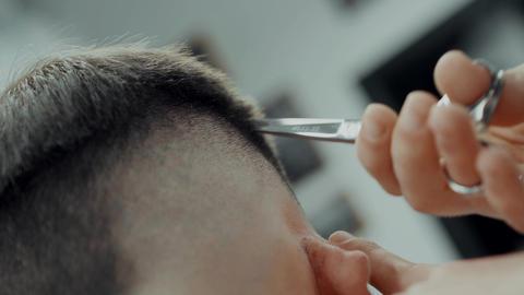 Making Male Haircut ビデオ