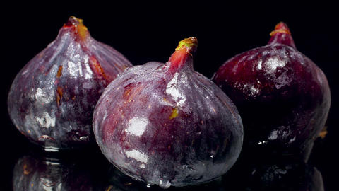 Closeup slow motion dolly video of camera moving towards fresh ripe figs covered Archivo