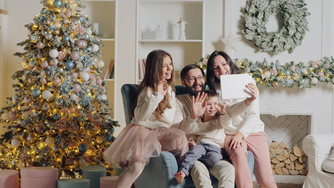 Christmas family greetings using digital tablet Live Action
