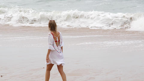 Young and sexy woman at the beach - summer vacation Live Action