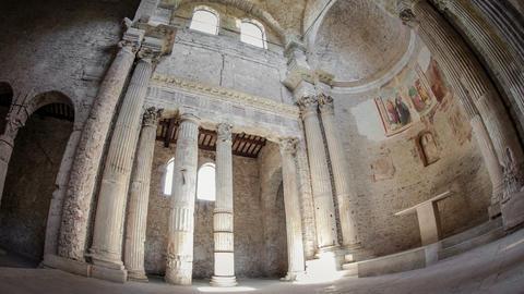 Timelapse inside Roman Basilica Live Action