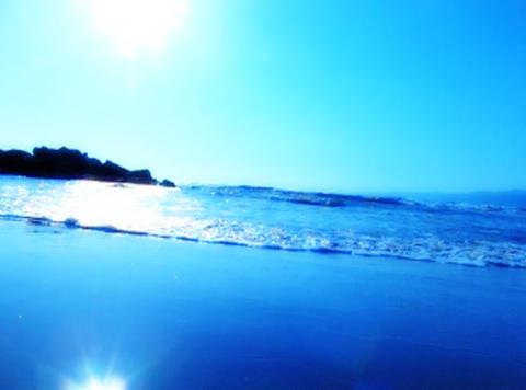 Ocean Waves 15 On the beach dolly shot_1min Footage