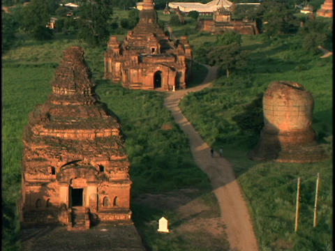 A path winds through pagan Buddhist temples in Burma Stock Video Footage