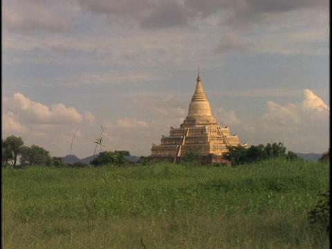 An ancient Buddhist temple juts up from the horizon in Burma Stock Video Footage