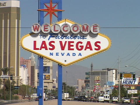The welcome to Las Vegas sign greets visitors Stock Video Footage