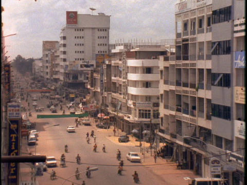 Traffic drives down a street in Phnom Penh, Cambodia Stock Video Footage