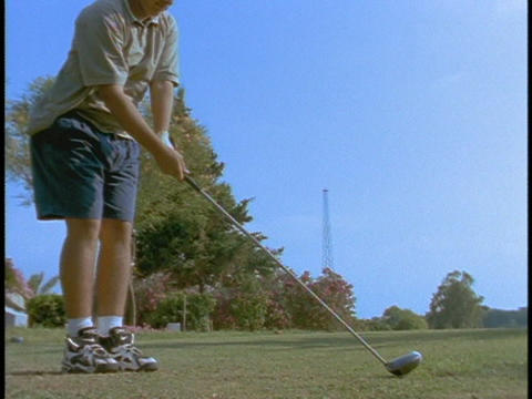 A golfer tees off Stock Video Footage