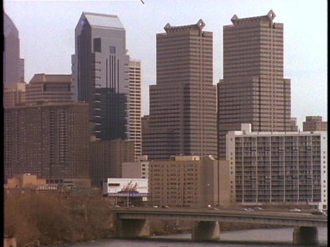 Traffic flows on a bridge in Philadelphia's downtown area Stock Video Footage