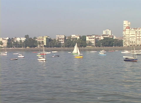 A pan across from boats in the harbor to the Taj Mahal... Stock Video Footage