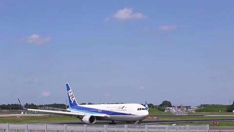 Airplane U-turn the runway/ Live Action