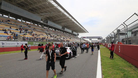 audi r8 allianz F1 safety car Live Action