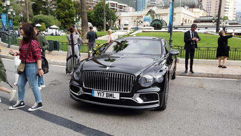 Bentley Flying Spur Live Action