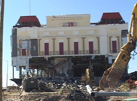 A casino near Biloxi, Mississippi shows the destruction... Stock Video Footage