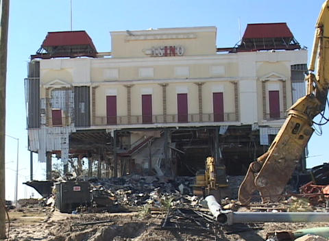 A casino near Biloxi, Mississippi shows the destruction... Stock Video Footage