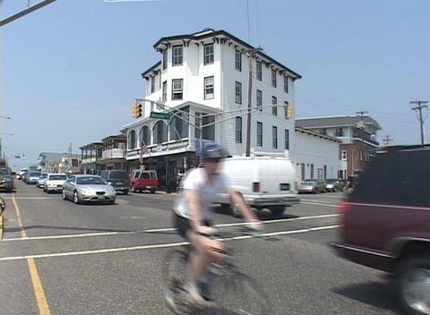 Establishing-shot of a street scene in Cape May, New Jersey Stock Video Footage