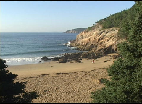 Establishing-shot of a beach in Acadia National Park, Maine Stock Video Footage