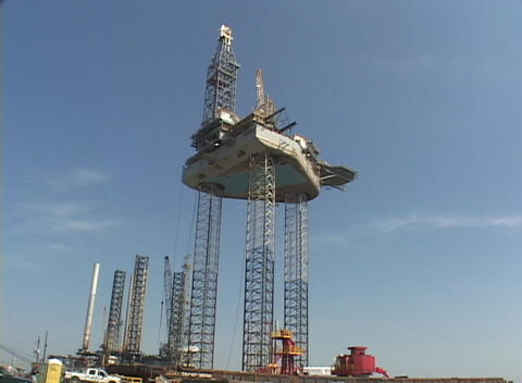 An oil platform under construction Stock Video Footage