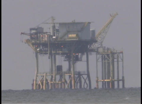 An oil platform in the Gulf of Mexico is under repair... Stock Video Footage