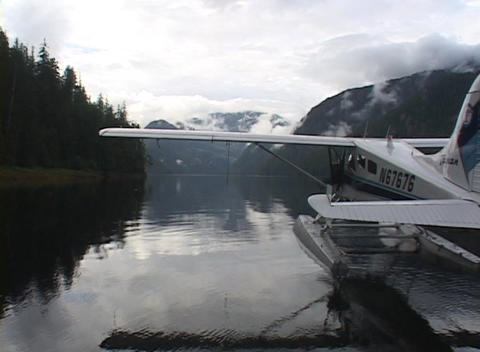 A float plane taxis away from the dock in this beautiful... Stock Video Footage