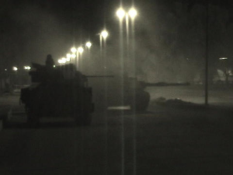 An Abrams tank fires into an Iraqi village Stock Video Footage