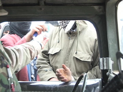 A U.S. soldier gives supplies to Iraqi people Stock Video Footage
