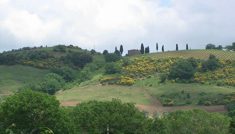 A Tuscan country house on a hillside in Italy Stock Video Footage