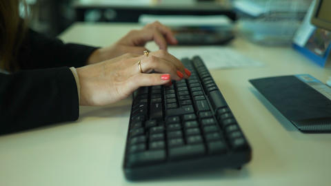 Female hands typing on computer keyboard ライブ動画