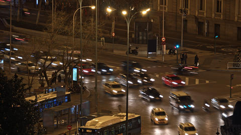 Timelapse of night Madrid, Spain. Busy traffic intersection Acción en vivo