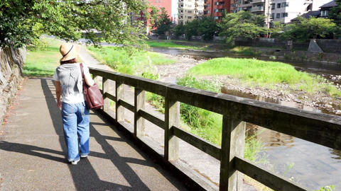 Women who walk riverside promenade (travel image, Japan, Kanazawa) ビデオ
