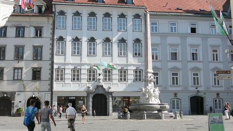 Robbov Vodnjak fountain in the center of Ljubljana Live Action
