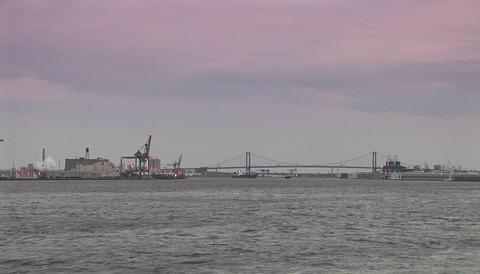 The Ben Franklin bridge spans Philadelphia and New Jersey Stock Video Footage