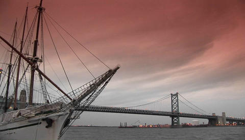 The Ben Franklin bridge spans Philadelphia and New Jersey Stock Video Footage