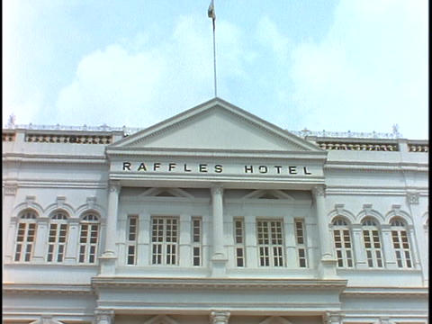 The Raffles Hotel in Singapore displays its colonial... Stock Video Footage