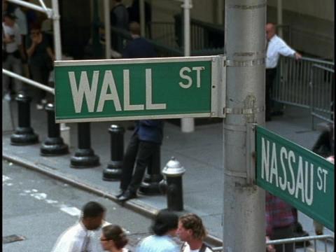 Crowds of people walk on the corner below the street... Stock Video Footage