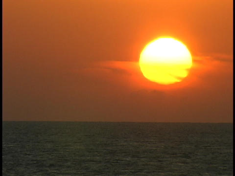 The sun sinks toward the horizon Stock Video Footage