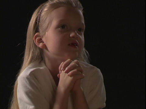 A young girl prays Stock Video Footage