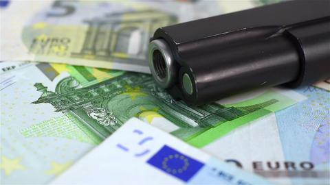 euro bills and gun Filmmaterial