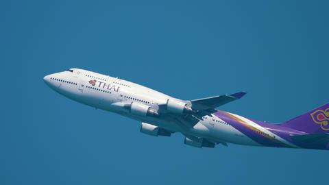 Airplane Boeing 747 climb GIF