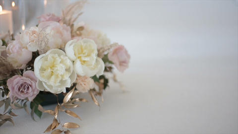 Wedding roses of white and bright pink color are in a vase in the registry ライブ動画