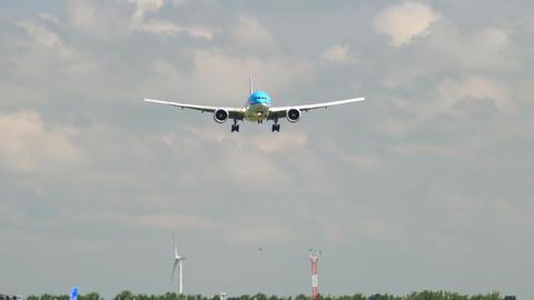 KLM Boeing 777 landing GIF
