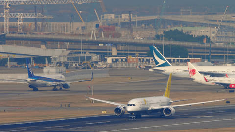 Royal Brunei Boeing 787 departure from Hong Kong Live Action