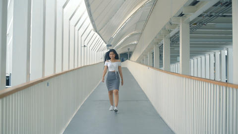 Happy Young Asian Woman is walking in overpass Live影片